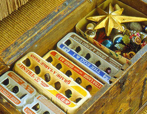 Clever idea: egg cartons for Christmas ornament storage
