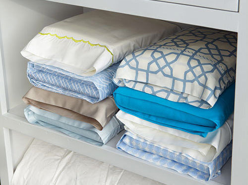 Clever ideas: store bedlinen sets inside their pillowcases