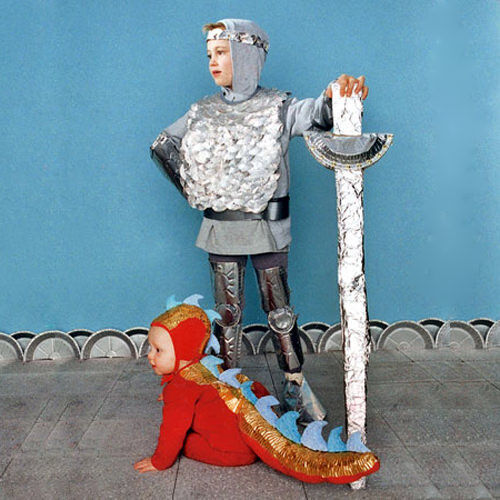 Kids costumes: knight and dragon