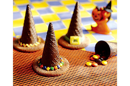 Halloween treats: witch hat biscuits