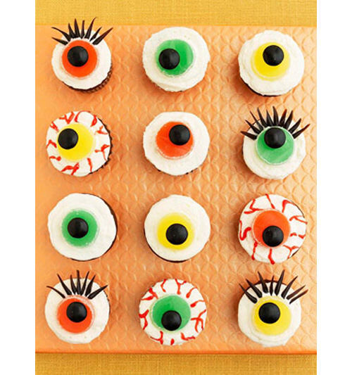 Halloween food: eyeball cupcakes