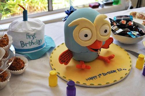 Hoot owl cake by Jo Jenkins