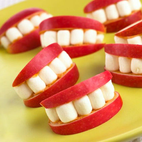 Kids food: apple and marshmallow smiles