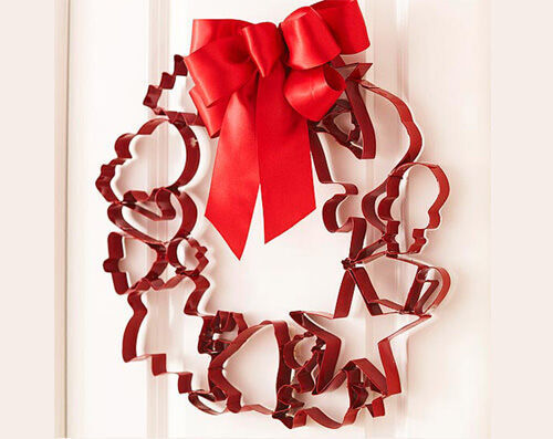 Christmas craft - cookie cutter wreath