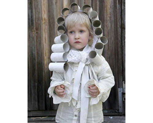 Toilet paper rolls used as a costume wig