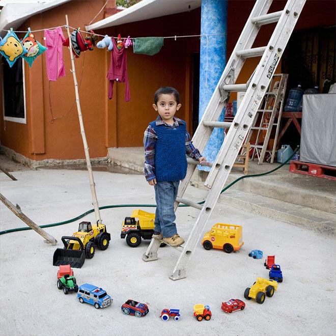 Gabriele-Galimberti-Toy-Story-Abel-Nopaltepec-Messico