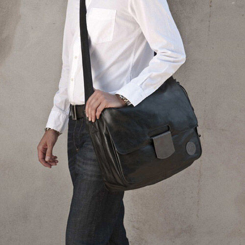 Tender Messenger Bag by Lässig