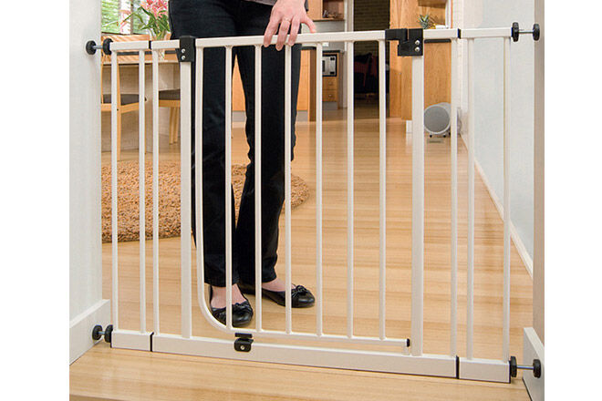 Glasvitrine Ikea Abschließbar ~ Metal Safety Gate ($49) is a simple and reasonably priced safety gate