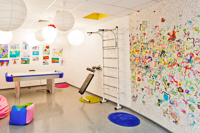 Scribble Drawing Room : Cool colour in wallpaper for kids