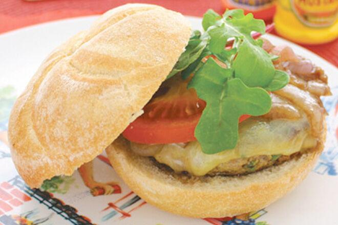 Recipe: Cheeseburgers with hidden vegetables