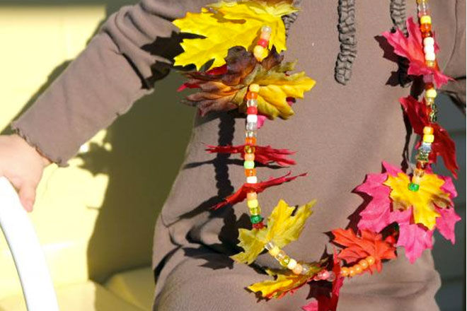 Kiwi-Crate-Autumn-Leaf-Necklace