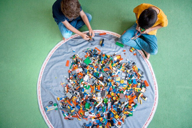 The Brik Bag - Open it up and it's a giant play mat, then pull the string and it's cool storage for all those bricks!