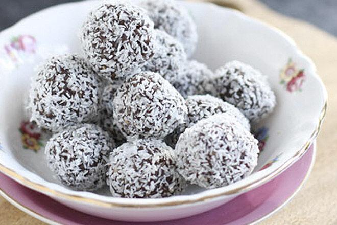 Date and pecan balls