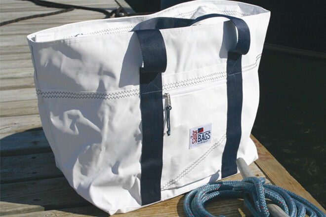 6 fabulous family-sized beach bags | Mum's Grapevine
