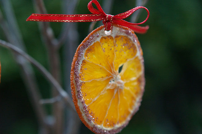 15 clever and creative Christmas tree ornaments