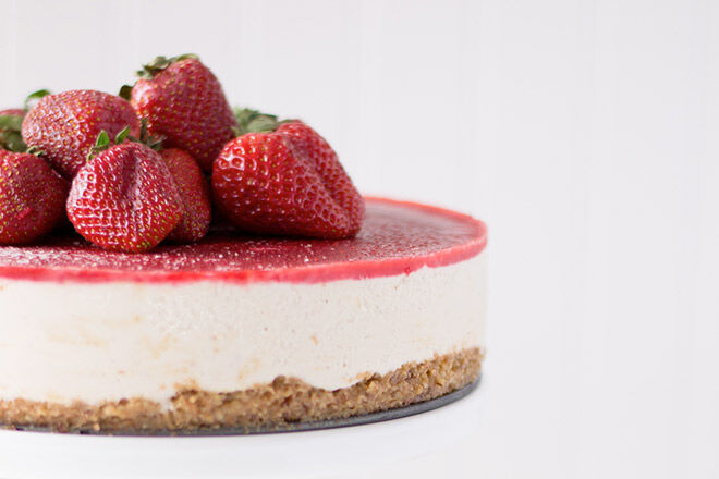 Strawberry & Vanilla Bean Cheesecake_SiftAndWhisk