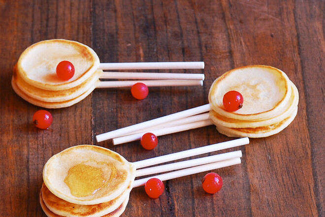 Sweet mini pancakes on sticks
