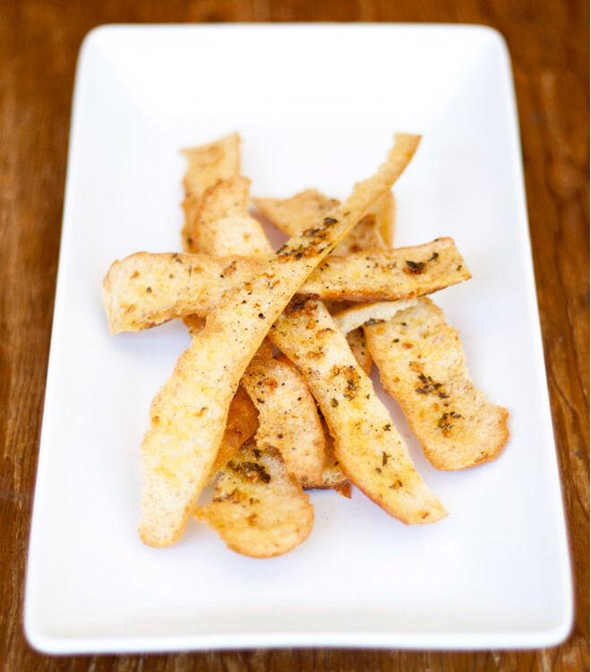 Crispy garlic and herb crisps using bread crusts