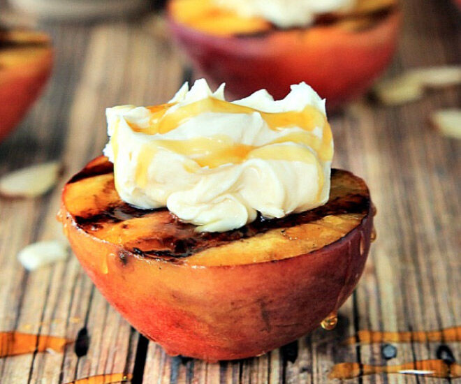 Grilled peaches and mascarpone