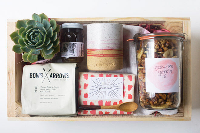 Give mum breakfast in bed this Mother's Day with this awesome breakfast in a box idea from the cozy kitchen