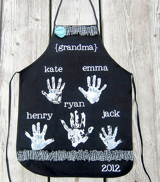 DIY your own apron for Mother's Day with handprints of the whole family