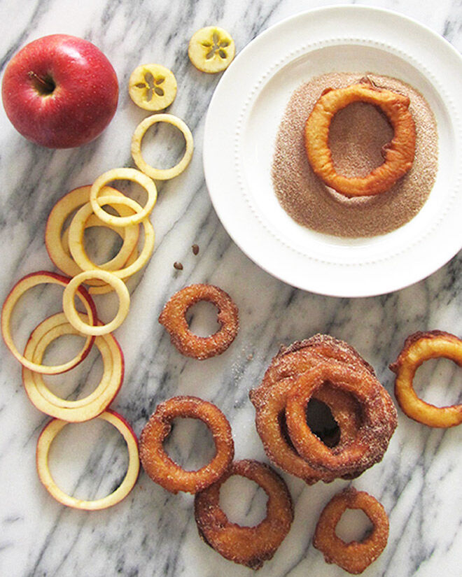 Cruncy fried apple rings with cinnamon and sugar