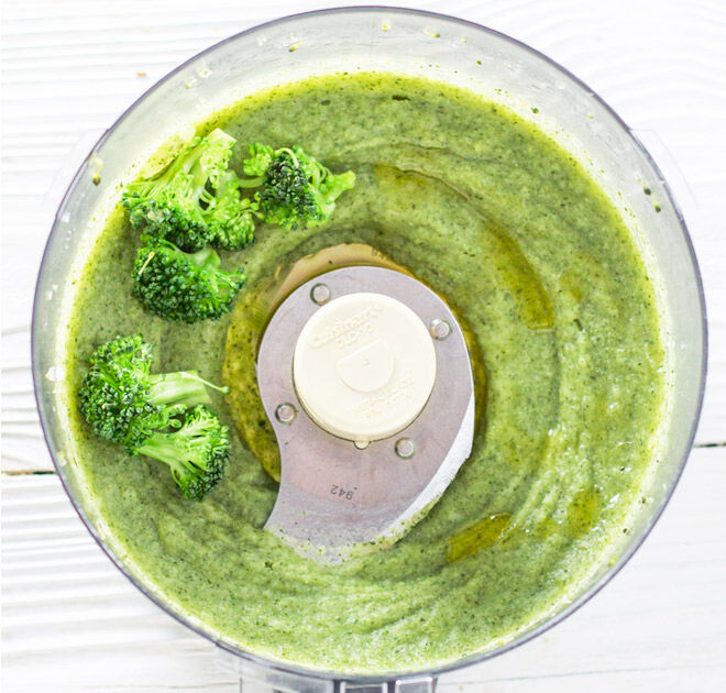 Simple broccoli puree for baby