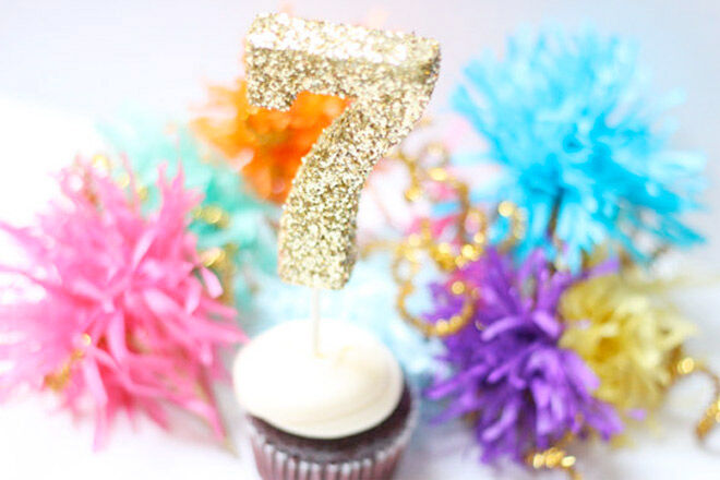 16 cake toppers to sweeten the deal