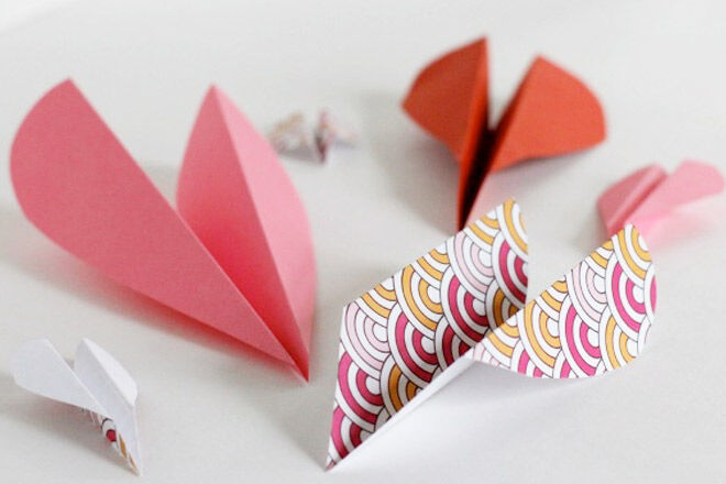 Valentines Paper Plane via Makes and Takes