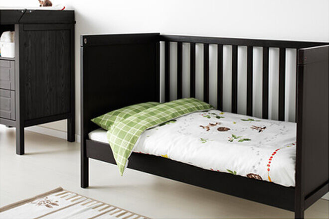 cot to tot 10 clever cots that convert to toddler beds. Black Bedroom Furniture Sets. Home Design Ideas
