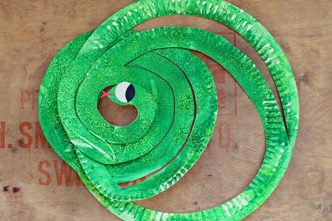 pp-snake & 15 paper plate crafts to make with the kids