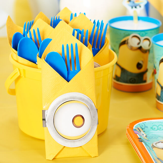 Minion Party Napkins - Make your party cutlery even cuter! | Mum's Grapevine