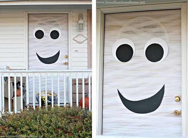 A happy ghost front door - perfect for kiddies Halloween parties