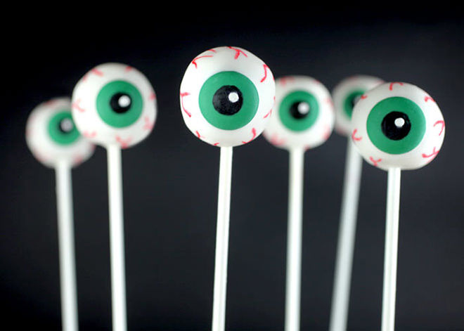 Get a mouth full of eyeballs this Halloween with these cute cake pops