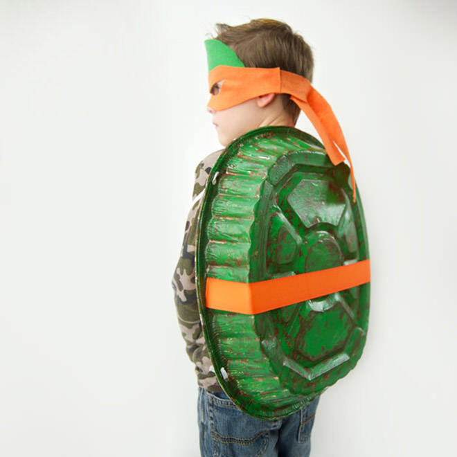 Ninja Turtle Costume Idea: All you need is a baking tray to turn the kids into their idol.
