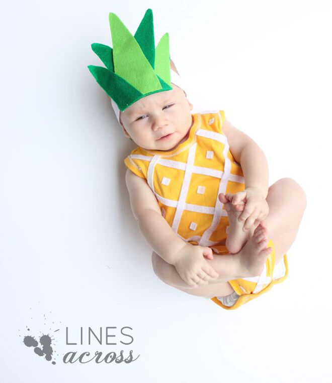 How aorable is this no-sew pineapple Halloween baby costume? So sweet!
