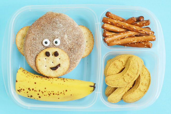 Hello cheeky! We're going ape over this monkey bento lunch box and we have a sneaky feeling your little tyke will too.