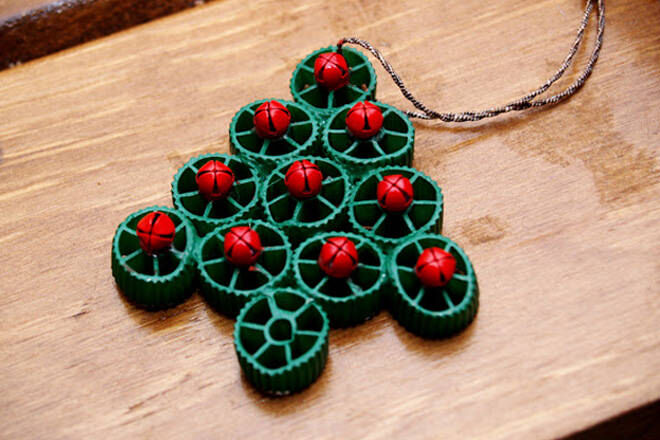 Use pasta shapes to make these Christmas ornaments