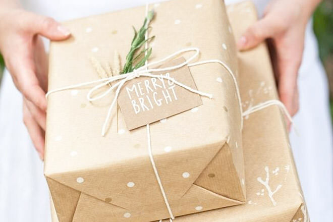 19 creative ways to wrap with brown paper at Christmas | Mum's Grapevine