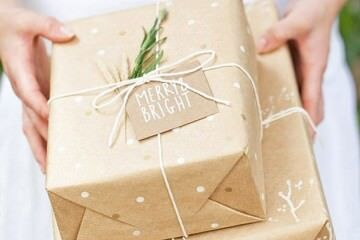 19 creative ways to wrap with brown paper this Christmas | Mum's Grapevine