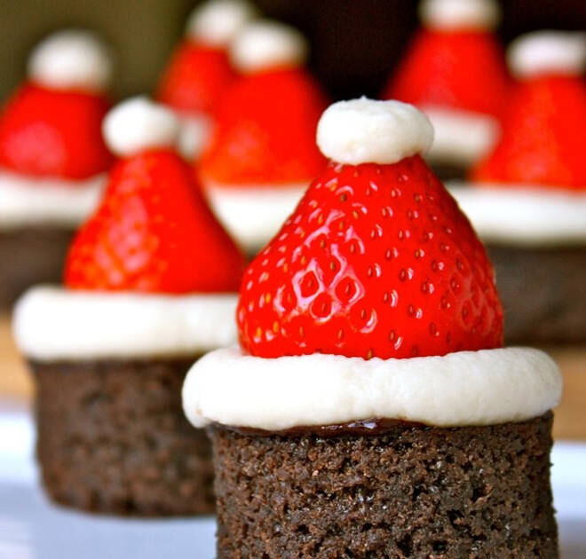 Chocolate brownies, strawberries and cream = a heavenly Christmas combo
