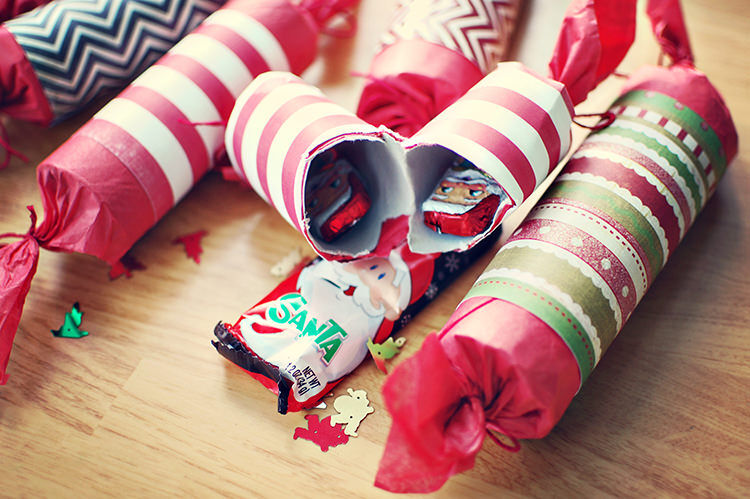 12 easy diy bon bons for a festive feast mums grapevine 12 diy christmas crackers mums grapevine solutioingenieria Gallery