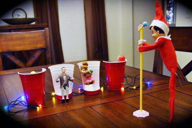 Elf on the Shelf takes part in The Voice