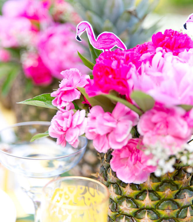 Easy Pineapple vase for Flamingo Party