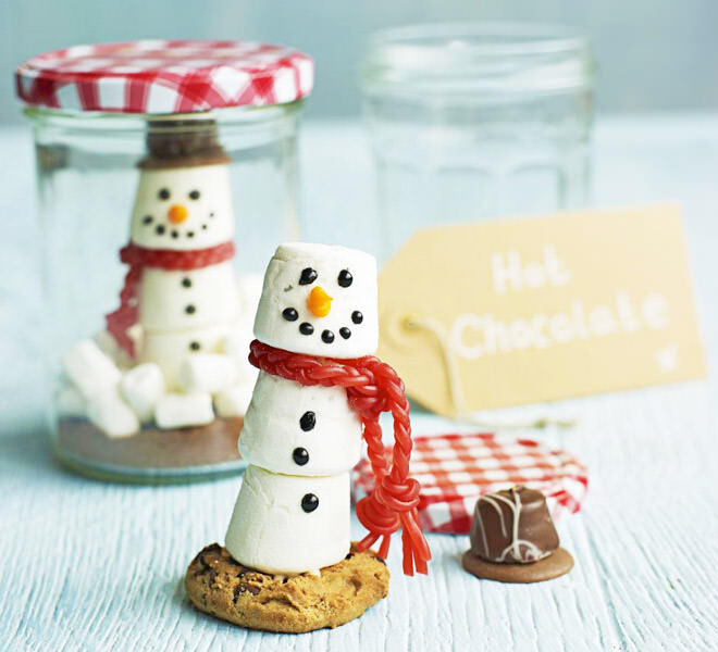 Marshmallow snowman and hot chocolate in a jar makes a really cute Christmas gift!