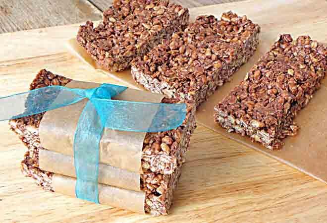 No-bake chewy cocoa granola bars