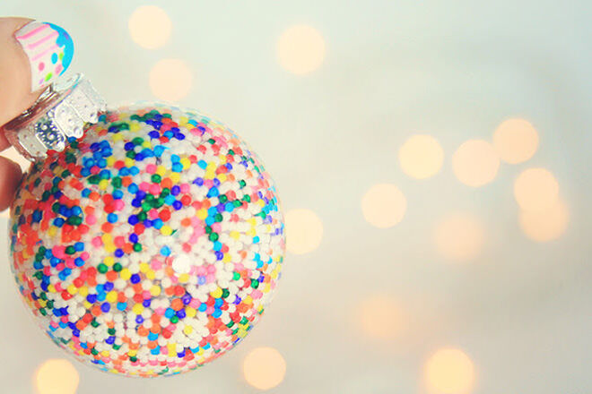 100's and 1000's DIY Christmas bauble - an easy DIY to make with the kids