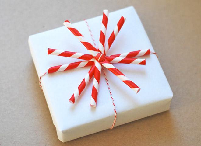 Gift wrap using straws