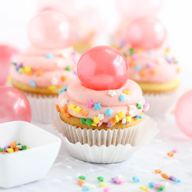 Bubblegum frosting cupcakes