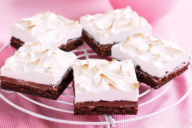 Gluten-free chocolate hazelnut meringue slice